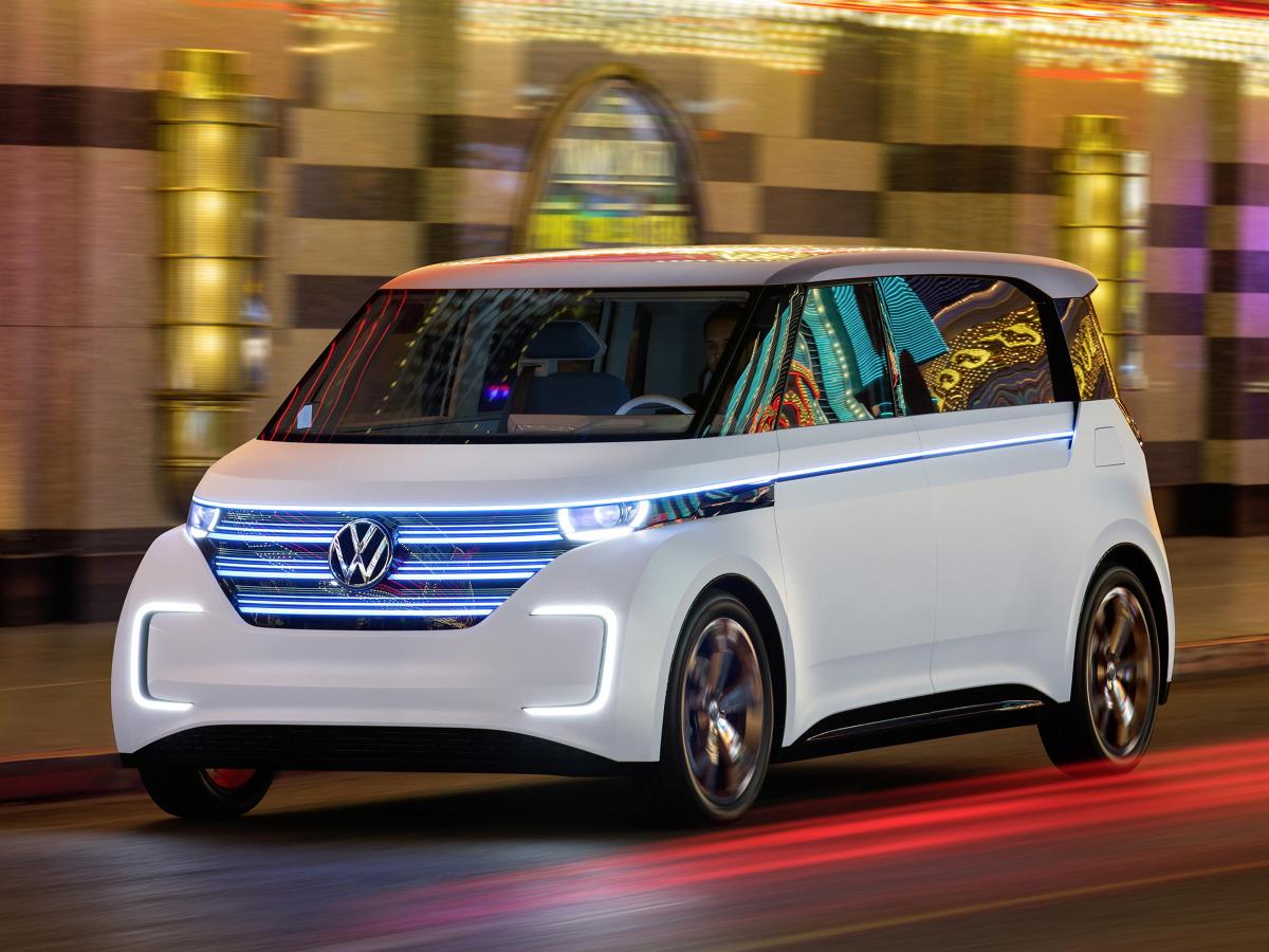 Auto jest nowoczesną interpretacją pierwszego Volkswagena Bulli. Moc systemowa tego pojazdu wyposażonego w napęd na cztery koła wynosi 235 kW/317 KM / Fot. Volkswagen