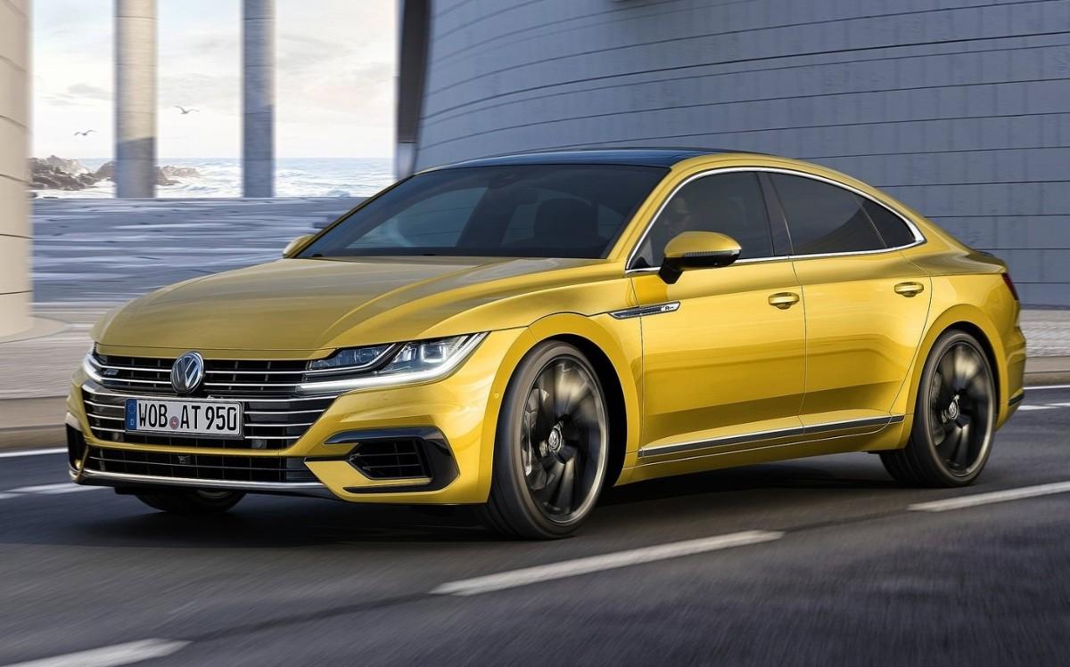 Volkswagen Arteon   Trudno zaprzeczyć, że to Volkswagen oferuje nieco więcej na każdym szczeblu. W ofercie znajdziemy mocniejsze silniki, lepsze wyposażenie, napęd na cztery koła, więcej przestrzeni wewnątrz, większy bagażnik itp.  Fot. Volkswagen