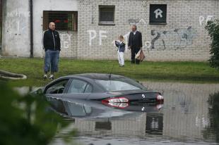 Auto po powodzi. Jak rozpoznać?