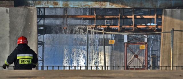 warszawa most �azienkowski zamknięty jak objecha�