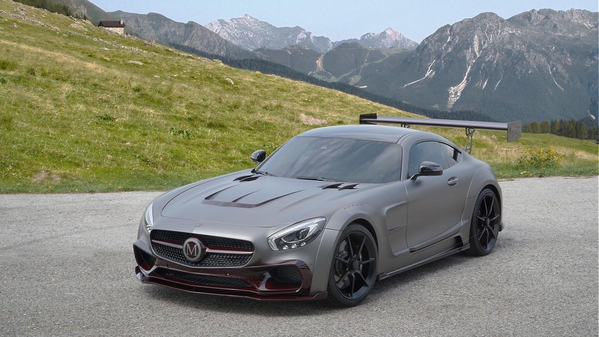 Mercedes AMG GT S  Pod maska auta standardowo pracuje silnik V8 o pojemności 4.0 l, która dostarcza 510 KM mocy. Modyfikacje sprawiły, że udało się z niej wykrzesać aż 730 KM. Teraz Mercedes AMG GT S przyspiesza do 100 km/h w 3,4 s, a nie jak wcześniej w 3,8 s.  Fot. Mansory