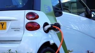 Samochód elektryczny. Jak rząd promuje auta na prąd?