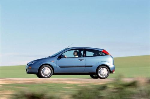 Fot. Ford: Zakup droższego Forda Focusa z silnikiem diesla 1,8 TDCi/100 KM w stosunku do tego samego modelu ale z silnikiem benzynowym 1,6 l/100 KM zwróci się po przejechaniu dystansu 95 tys. km.