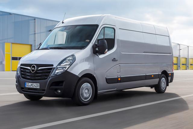 Opel Movano   Movano jest dostępny w ponad 150 fabrycznych wersjach — od furgonów poprzez kabiny z podwoziem i platformą po wersje osobowe, skrzynie ładunkowe, wywrotki i zabudowy kontenerowe.  Fot. Opel
