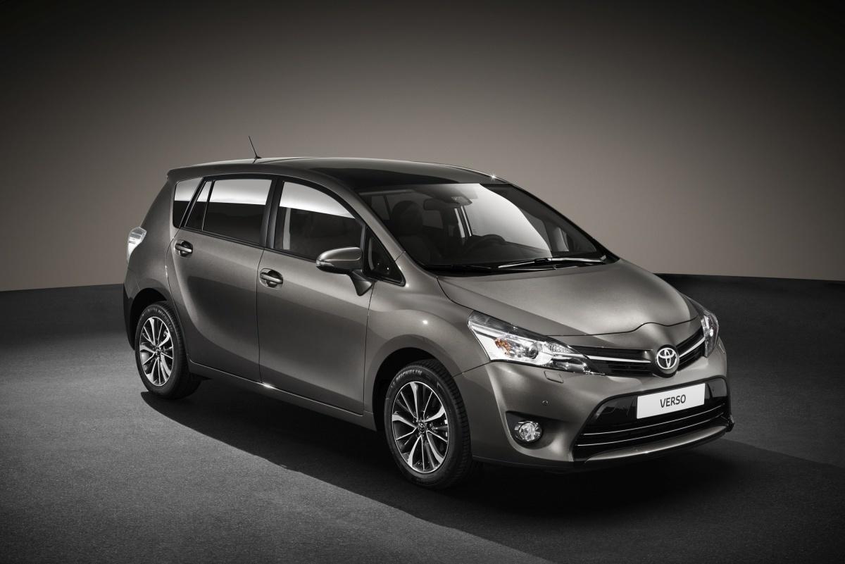 Toyota Verso 2016  W lutym przyszłego roku zadebiutuje odświeżona wersja modelu Verso. Popularny minivan stał się bezpieczniejszy. Zyskał także bardziej zaawansowany system multimedialny.  Fot. Toyota