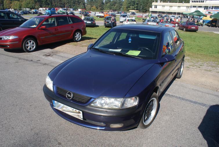 Giełdy samochodowe w Kielcach i Sandomierzu (25.09) - ceny i zdjęcia