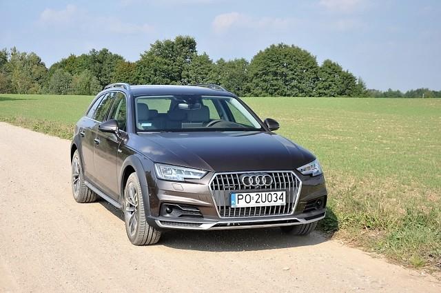 Audi A4 Allroad Quattro  Według przedstawicieli marki ma łączyć wysoki komfort z zaletami off-road. Na mazurskich szutrach sprawdziliśmy, czy nie są to czcze przechwałki, bowiem wiele współczesnych crossoverów boi się zjazdu z utwardzonej nawierzchni.  Fot. Marcin Lewandowski