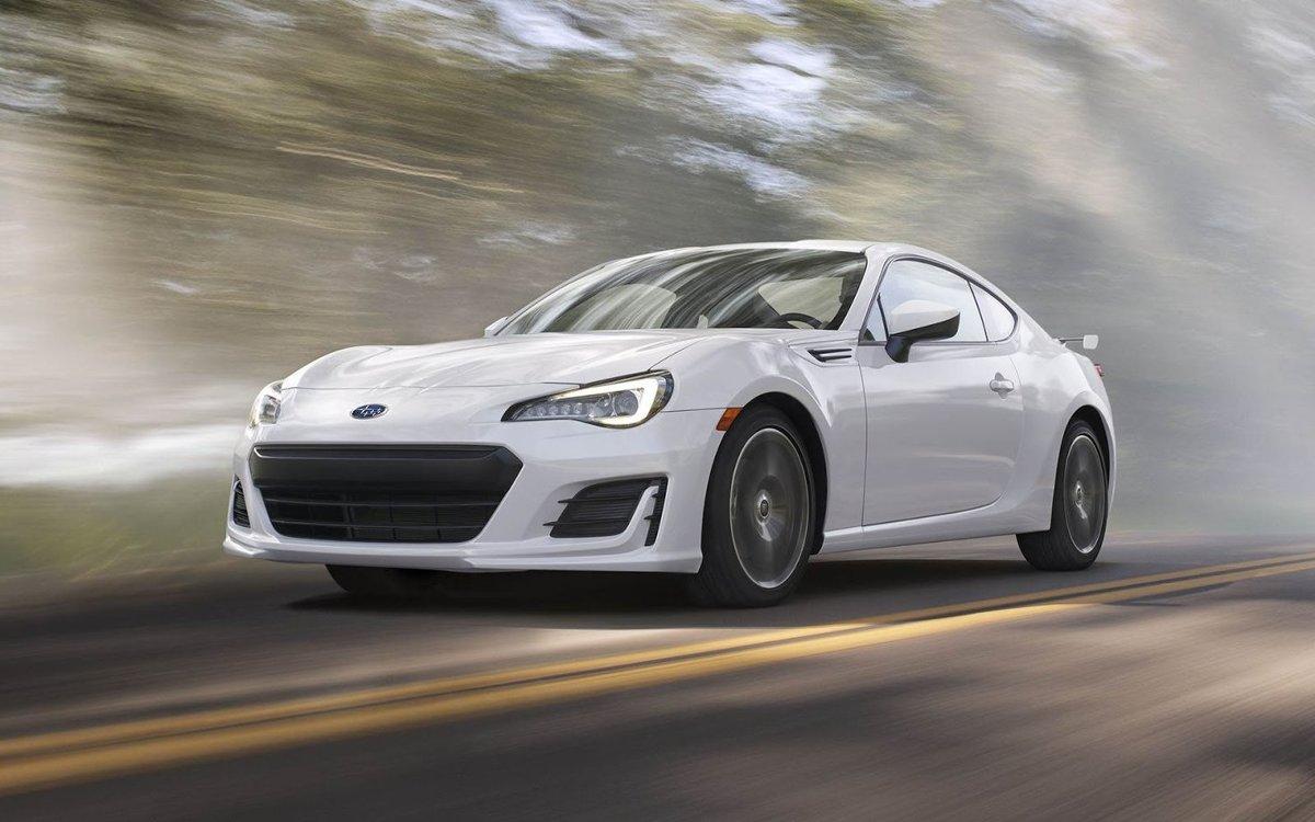 Subaru BRZ   Odpowiadający za napęd auta 2-litrowy benzynowy bokser dostał dodatkowe 5 KM i 7 Nm, co oznacza, że dysponuje teraz 205 KM i 212 Nm.   Fot. Subaru