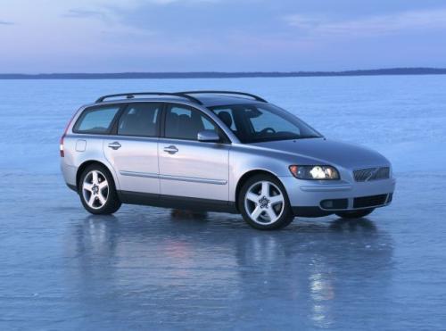 Fot. Volvo: Volvo V50 jest krótszym autem od Renaulta Laguny Grandtour. Pojazd szwedzki ma też krótszy rozstaw osi.