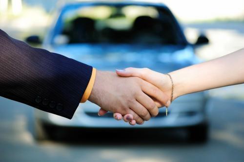 Jak podaje Instytut Badań Rynku Motoryzacyjnego SAMAR, w 2015 roku Polacy zarejestrowali w sumie 352 518 samochodów osobowych. To o 8,09% więcej w stosunku do poprzedniego roku (+26 389 szt.).   Fot. Shutterstock