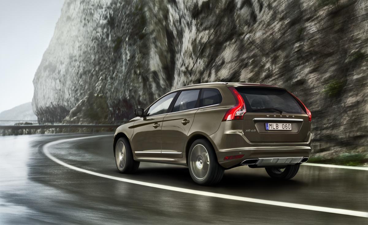 Volvo XC60  Cały czas rośnie popyt na modele z linii XC. Najlepiej sprzedającym się modelem marki pozostaje XC60. W Europie palmę pierwszeństwa ma model V40. Największym, pozytywnym zaskoczeniem był wzrost Sprzedaży Volvo w Stanach Zjednoczonych.  Fot. Volvo