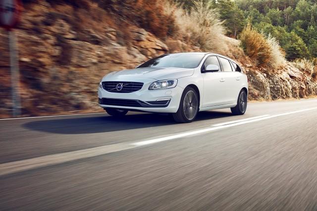 Już wkrótce z taśm produkcyjnych fabryk Volvo zjadą specjalne edycje modeli S60 oraz V60. Samochody wyróżniać będzie poprawiona dynamika oraz dedykowane dla tych odmian atrakcyjne elementy stylizacyjne nadwozia i wykończenia wnętrza.  Fot. Volvo