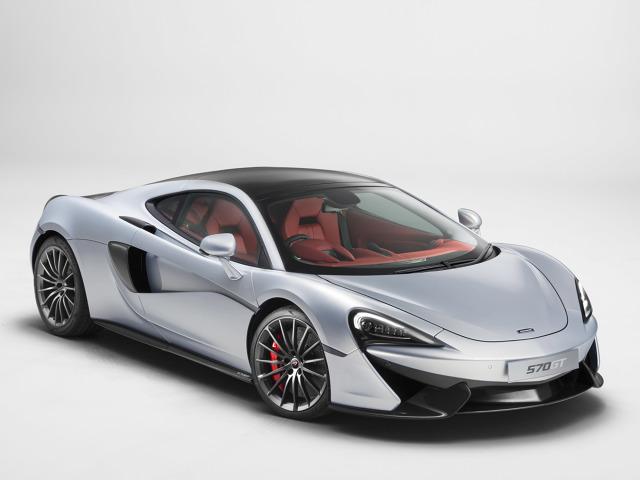 McLaren 570GT  Za napęd odpowiada podwójnie doładowana jednostka V8 3.9 l.  Silnik generuje 570 KM oraz 600 Nm maksymalnego momentu obrotowego.   Fot. McLaren