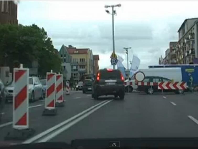 Deptak w Koszalinie powoduje korki? Zobacz film z jazdy o godz. 15