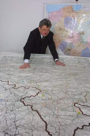 Fot. Tatiana Jachyra: Jeszcze dwa lata temu Andrzej Jakubowski był pewny, że droga Bielany - Łany - Długołęka powstanie w 2008 roku.