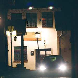 Fot. Adam Warżawa: Przed nocnymi klubami czają się naciągacze. Tylko czekają na kierowców, którzy wsiadają za kierownicę pod wpływem alkoholu.