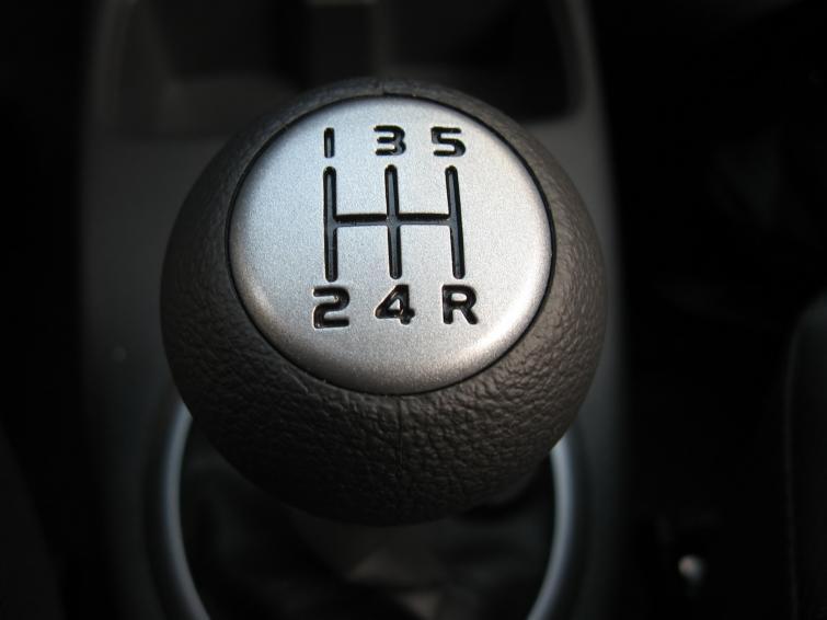 Hamuj silnikiem i parkuj tyłem - zaoszczędzisz paliwo