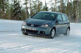 Jak uruchamiać samochód zimą?