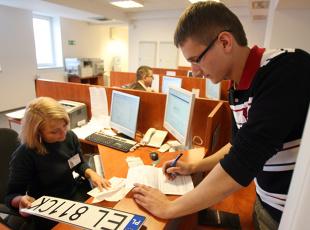 Rejestracja samochodu dostawczego 2019. Przepisy, dokumenty, opłaty