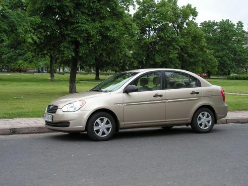 """Fot. Maciej Pobocha: Hyundai Accent to kolejny """"tani"""" sedan, który kosztuje 44 500 zł. Z reguły można jednak liczyć na rabaty, więc cena ta nie jest ostateczna."""