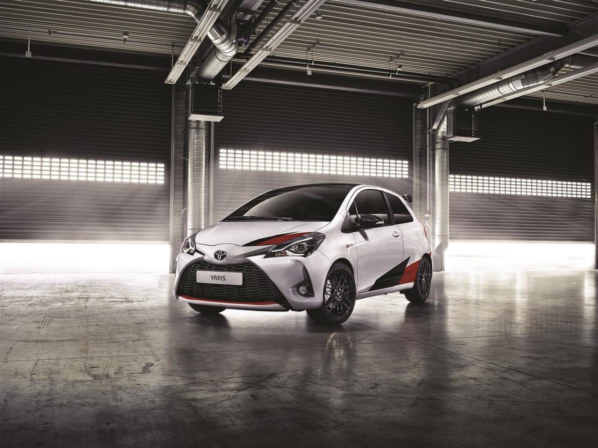 Yaris GRM to rasowy model wyczynowy, który bezpośrednio korzysta z osiągnięć technologicznych Toyoty wypracowanych w Rajdowych Mistrzostwach Świata. Samochód napędzany jest turbodoładowanym silnikiem 1.8 o mocy 210 KM mocy.   Fot. Toyota