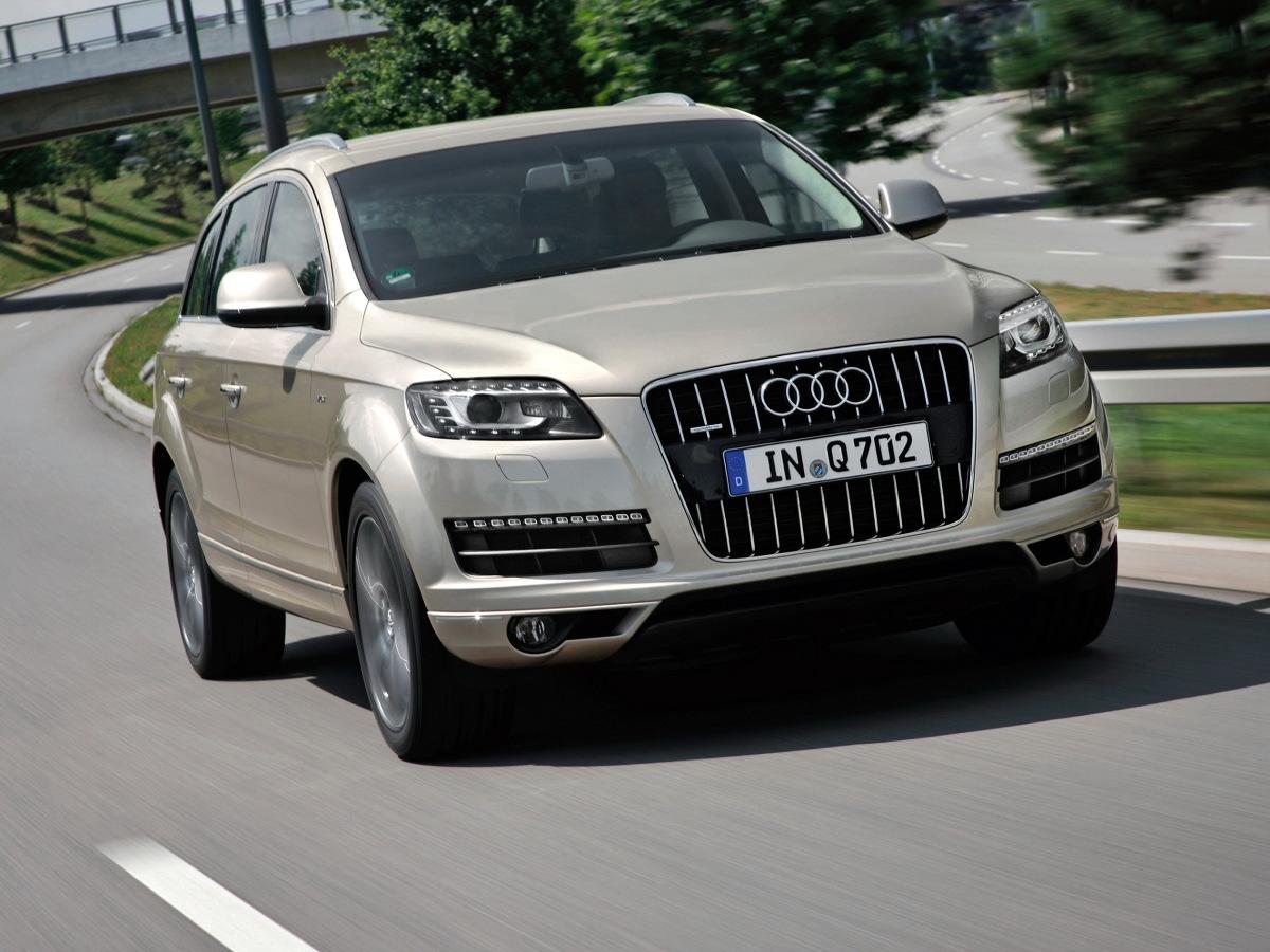 Najstarsze egzemplarze Audi Q7 pierwszej generacji mają już 14 lat. Mimo to, auto wciąż jest pożądane w kategorii używanych SUV-ów klasy premium. W Motofaktach radzimy na co uważać szukając Q7 na rynku wtórnym i które wersje tego samochodu są godne polecenia.  Fot. Audi