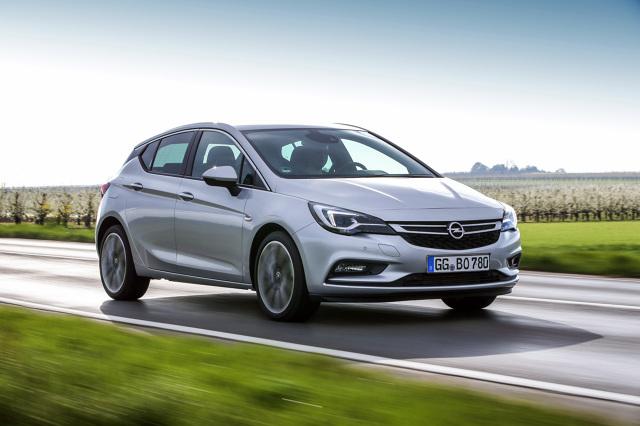 Opel Astra V   Pięciodrzwiowa Astra 1.6 BiTurbo CDTI przyspiesza od 0 do 100 km/h w 8,6 sekundy, zwiększenie prędkości z 80 do 120 km/h zajmuje  7,5 sekundy, a prędkość maksymalna samochodu wynosi 220 km/h.  Fot. Opel