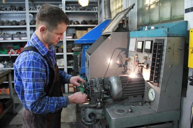 Rozrusznik i alternator. Typowe usterki i koszty napraw