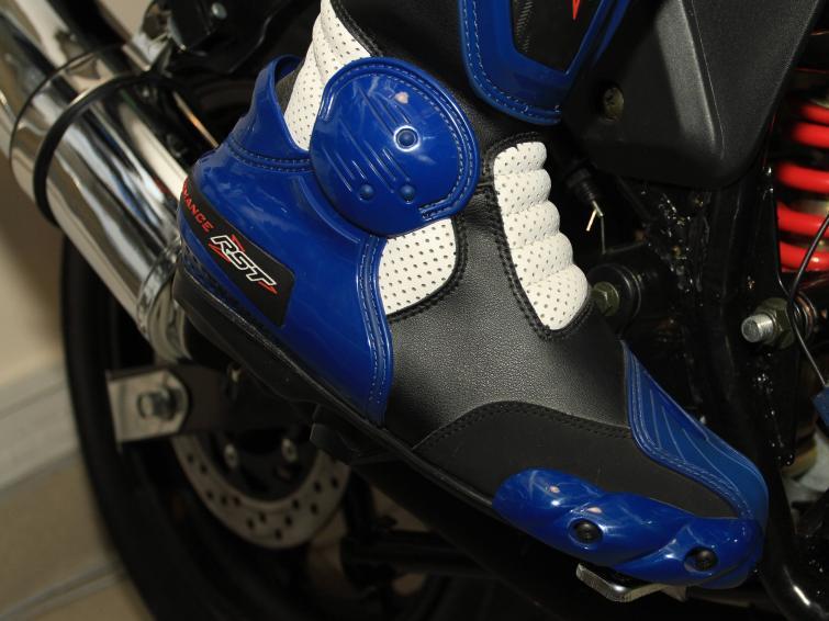 Buty motocyklowe: rodzaje, jak dobrać, konserwacja - fotoporadnik