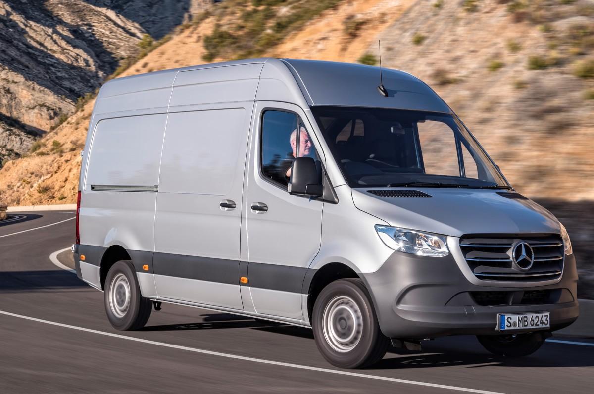 Mercedes Sprinter   Auto w salonach sprzedaży pojawi się w czerwcu, ale można już składać zamówienia. W Niemczech ceny nowego Sprintera zaczynają się od 19 990 euro (bez VAT).  Fot. Mercdedes