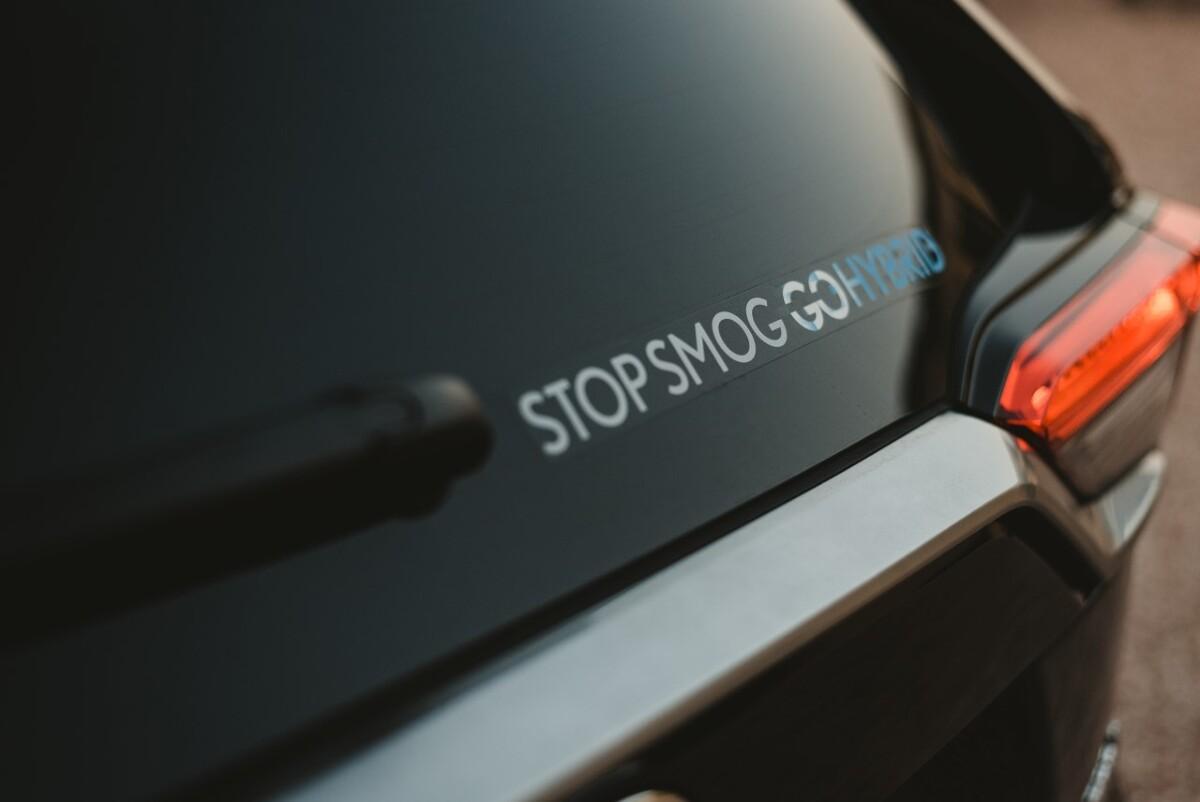 Popularność hybryd Toyoty rośnie w Polsce nieprzerwanie od 2009 roku. W 2020 roku pomimo pandemii ich sprzedaż ponownie wzrosła do poziomu 30 315 aut. W tym roku już wiadomo, że pobity będzie kolejny rekord, gdyż w ciągu pierwszych ośmiu miesięcy kupiono ich więcej niż w całym minionym roku – dokładnie 30 526 samochodów. Udział hybryd w całkowitej sprzedaży Toyoty w naszym kraju wynosi już 56 procent. Fot. Toyota