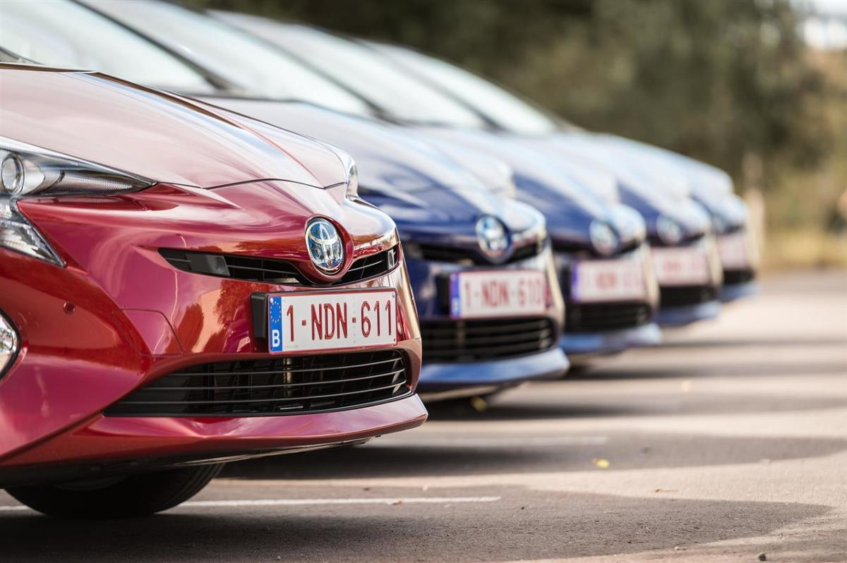 Toyota Prius   Wzrost popytu na Priusa w Japonii wiąże się z rozpoczęciem w grudniu ubiegłego roku sprzedaży nowej, czwartej generacji modelu. Już w pierwszym miesiącu sprzedaży Prius zajął pozycję lidera i utrzymuje ją nieprzerwanie do tej pory.  Fot. Toyota