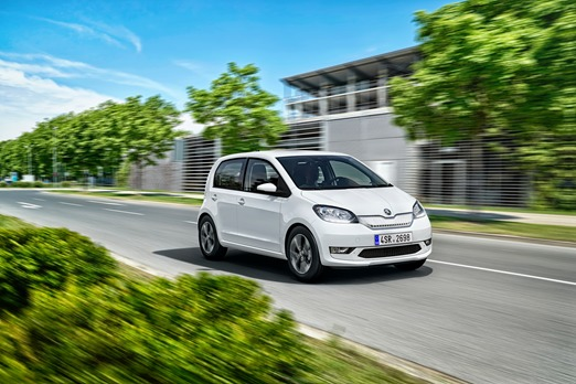 Skoda CITIGOe iV.  Pojazd został  wyposażony w silnik elektryczny o mocy 61 kW oraz akumulator litowo-jonowy o pojemności 36,8 kWh, zapewniający zasięg do 260 km.   Fot. Skoda