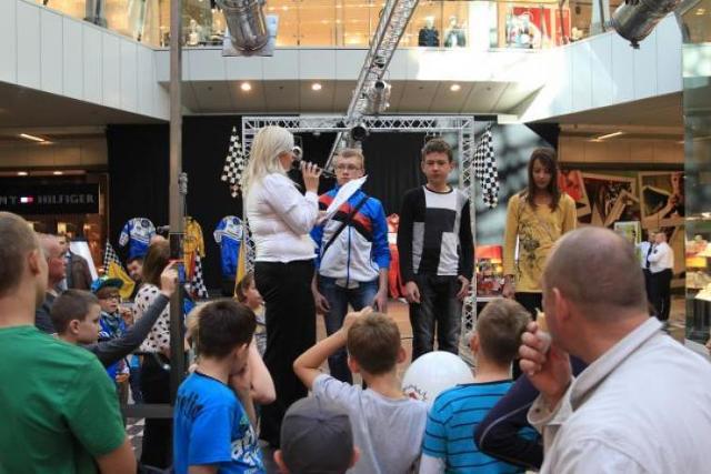W Galerii Korona w Kielcach trwa obecnie wystawa bolidów F1. Są też konkursy dla odwiedzających