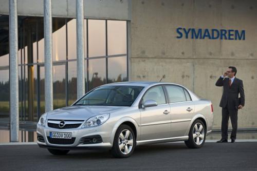 Fot. Opel: Opel Vectra z nadwoziem sedan to udane auto klasy średniej. Design nadwozia ma sugerować nowoczesność.
