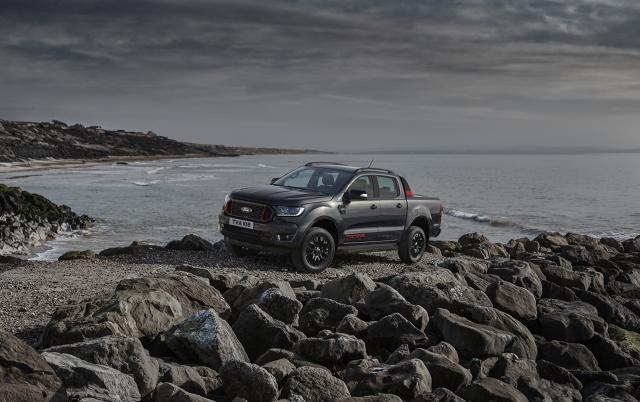 """Ford Ranger Thunder  Nowa, ekskluzywna wersja najpopularniejszego pick-upa w Europie – Ford Ranger Thunder prezentuje """"piorunującą"""" stylistykę i bogate wyposażenie.  Fot. Ford"""