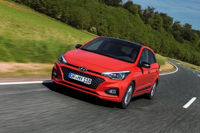Hyundai i20   Gama jednostek napędowych nowego i20 składa się dwóch silników benzynowych. Klienci mogą wybierać między wolnossącym silnikiem o pojemności 1.2 l o mocy 75 KM lub 84 KM oraz turbodoładowanym silnikiem o pojemności 1.0 l o mocy 100 KM, dostępnym z manualną lub 7-biegową, dwusprzęgłową skrzynią biegów (7DCT).  Fot. Hyundai
